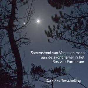 Dark SKy Terschelling: samenstand van Venus en maan in het bos van Formerum