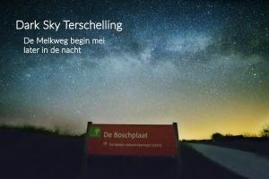 DarkSkyTerschelling: de Melkweg in mei later in de nacht, aan het begin van de Boschplaat.