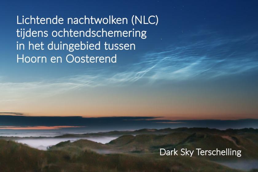 Dark Sky Terschelling: Lichtende nachtwolken (NLC) tijdens de ochtendschemer in het duingebied tussen Hoorn en Oosterend